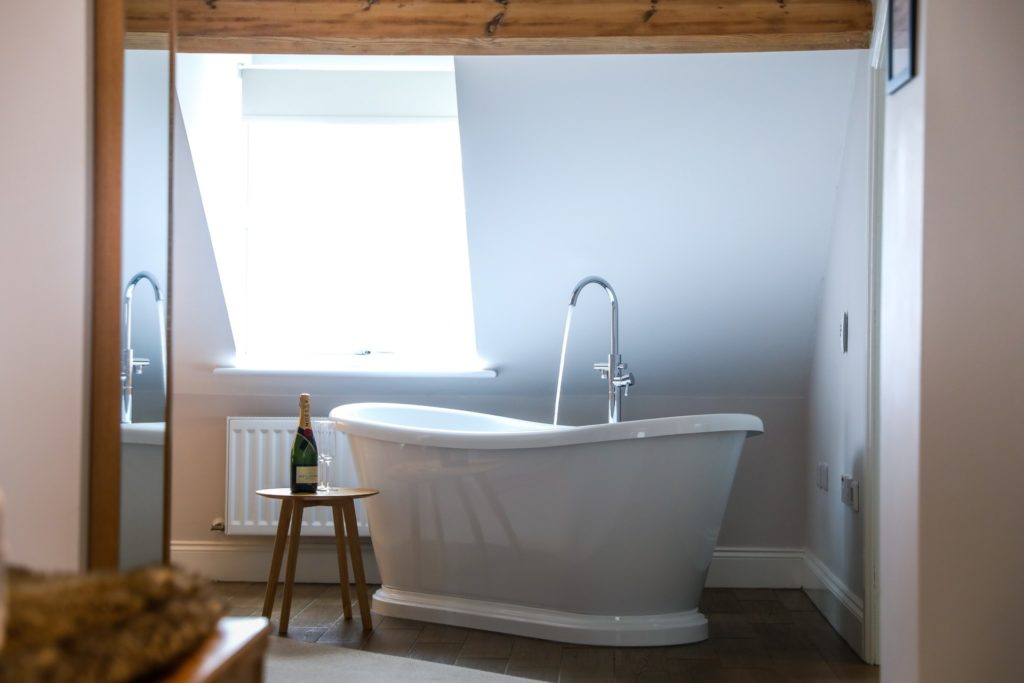 Freestanding bath in the premier suite